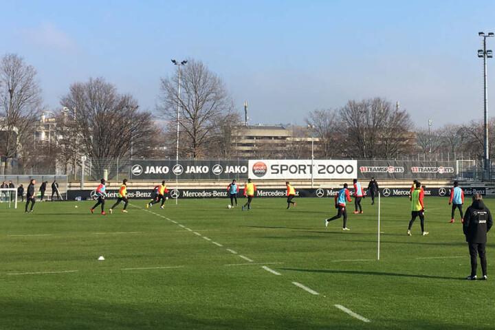 Ein Blick aufs Trainingsspiel am Mittwoch im Robert-Schlienz-Stadion.