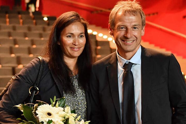 Jürgen Klinsmann mit seiner Frau Debbie nach der Preisverleihung.