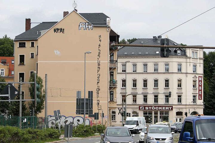 """""""AFA""""-Graffiti (Antifaschistische Aktion) zieren auch ein Haus an der Kappler Drehe."""