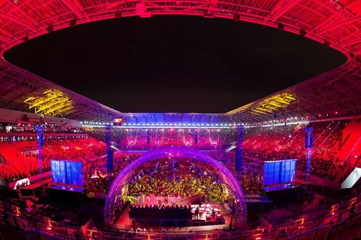 Beeindruckende Beleuchtung des Stadions während des Konzertes.