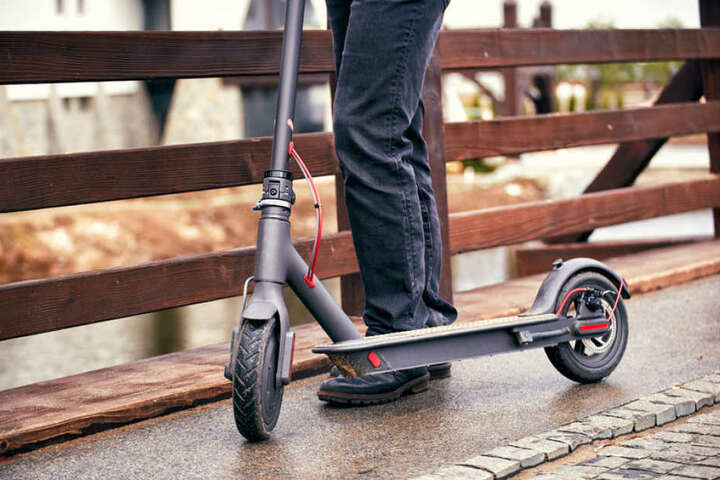 Die Polizei warnt vor solchen elektrisch betriebenen Rollern. Sie können gefährlich werden.