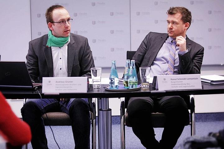 Baubürgermeister Raoul Schmidt-Lamontain (41, r.) und Andreas Gruner (31) vom Straßen- und Tiefbauamt stellten die Brückenbauvorhaben für 2018 vor.
