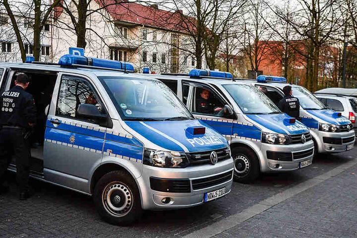 Die Einsatzhundertschaft aus Bielefeld war zur Sicherung von Gebäuden vor Ort.