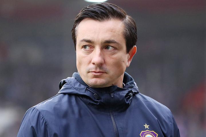 """FCE-Trainer Daniel Meyer zeigt's an: """"Ihn müssen wir stoppen!"""" Gleich ein Trio soll sich liebevoll um Pierre-Michel Lasogga kümmern."""