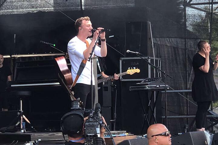 """Beim Hit """"Herz über Kopf"""" sangen alle begeistert mit: Joris war 2018 als Konzertbesucher in Chemnitz, 2019 sang er live."""
