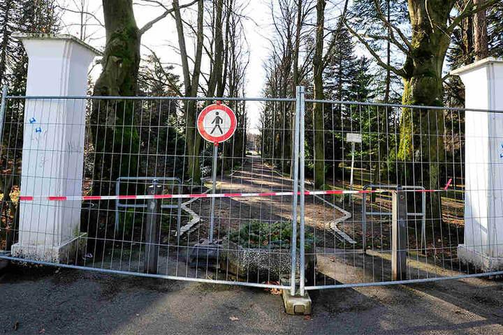 Kein Durchkommen: Der Stadtpark Limbach-Oberfrohna bleibt aufgrund von Sturmschäden weiter gesperrt.