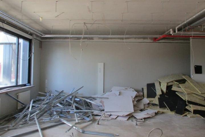 Alles muss raus! Teile des Gymnasium Bürgerwiese müssen nach dem Wasserschaden fast  entkernt werden.