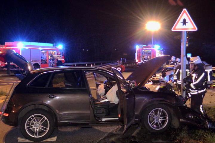 Insgesamt wurden vier Menschen bei dem Unfall bei Langenfeld verletzt.