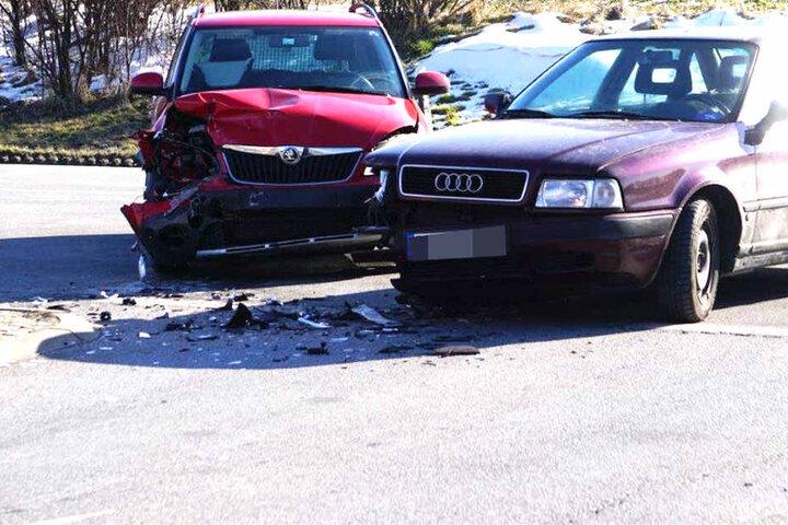 Am Dienstag sind ein Skoda und ein Audi auf einer Staatsstraße kollidiert.