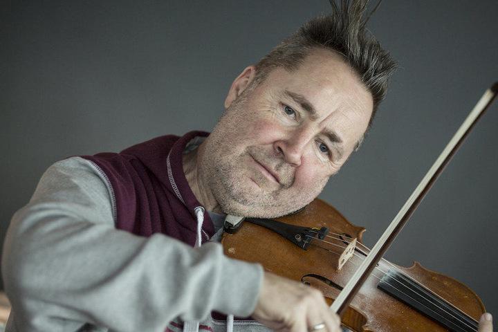 Einst als Geigen-Punk gefeiert, heute noh immer genial: Nigel Kennedy (61).