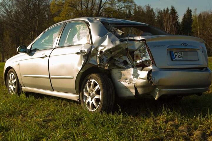 Der Kia wollte gerade abbiegen, als der Unfall geschah.