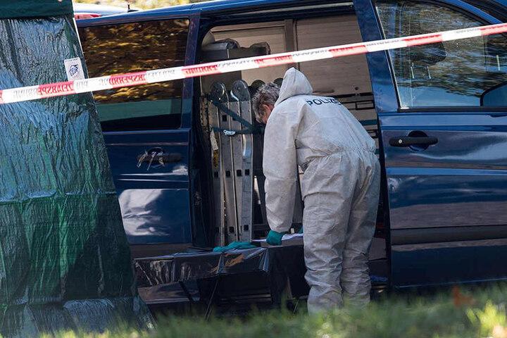 Die Polizei durchsuchte die Umgebung des Tatorts nach Hinweisen.