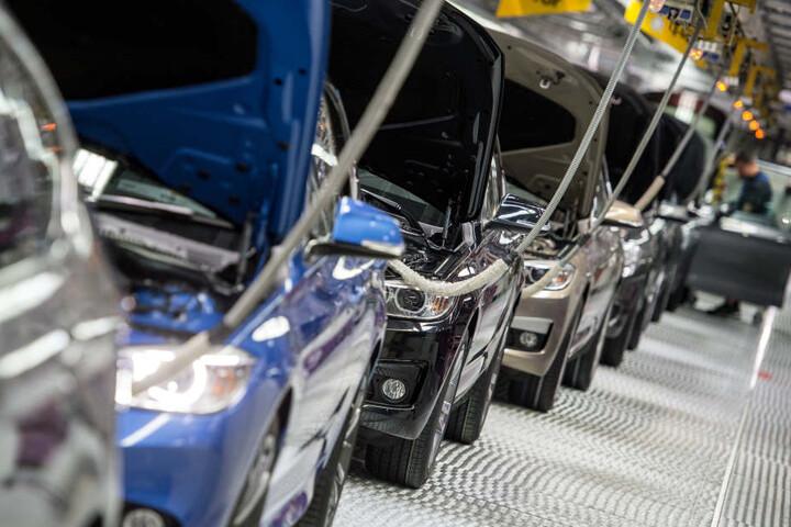 Eine Produktionsstätte von BMW: Neue Autos sind laut Entwicklungsvorstand besser für die Luft.