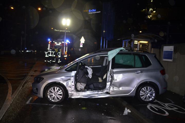 Der Unfall geschah, als beide Fahrer bei einer laut ihrer Aussage grünen Ampelschaltung losgefahren sind.