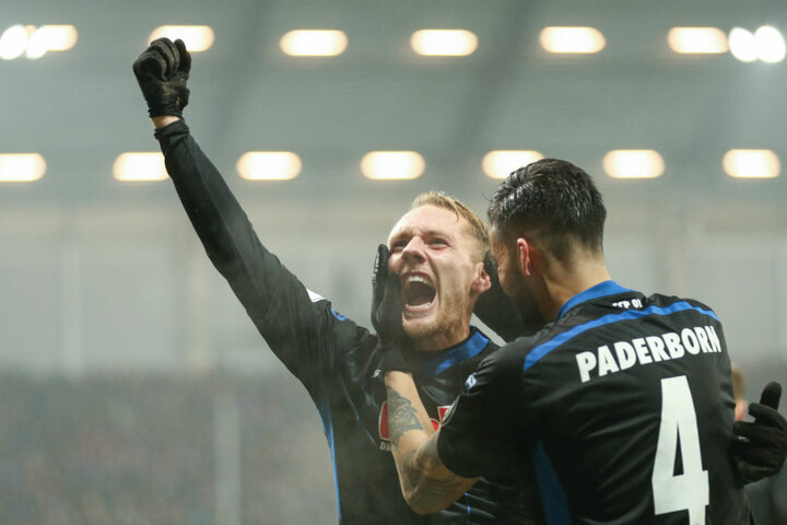 Ben Zolinksi (l.) feiert seinen Treffer zum 1:0 gegen den FC Ingolstadt.
