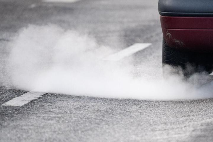 Abgase durch Motoren begünstigen die Entstehung von Ozon. (Archivbild)