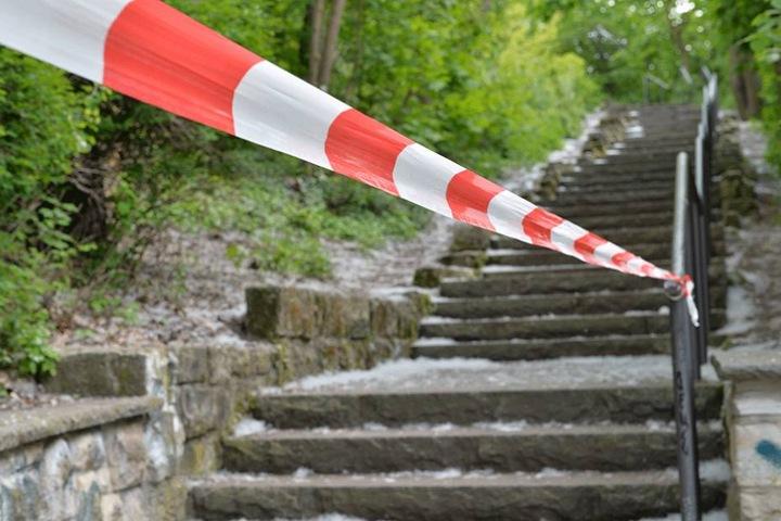 Am Fuße des kleinen Bunkerbergs im Volkspark Friedrichshain wurde der sterbende Mann gefunden.