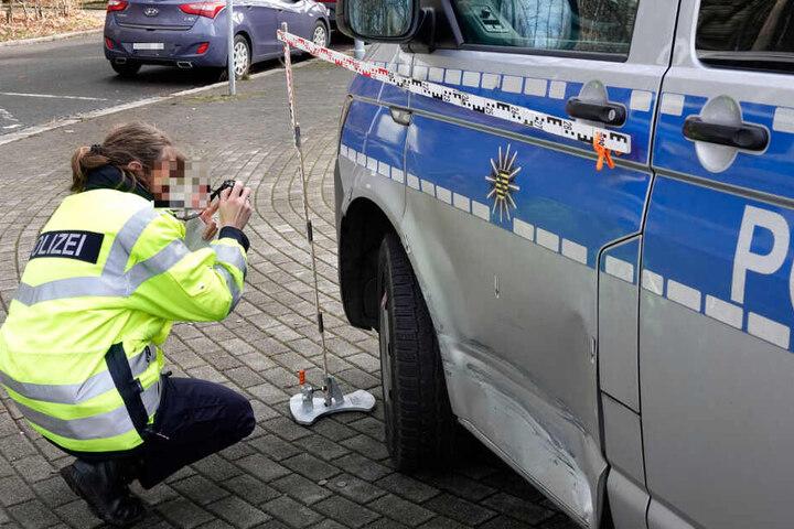 Bei der Verfolgungsjagd hatte der Unbekannte ein Polizeiauto gerammt.