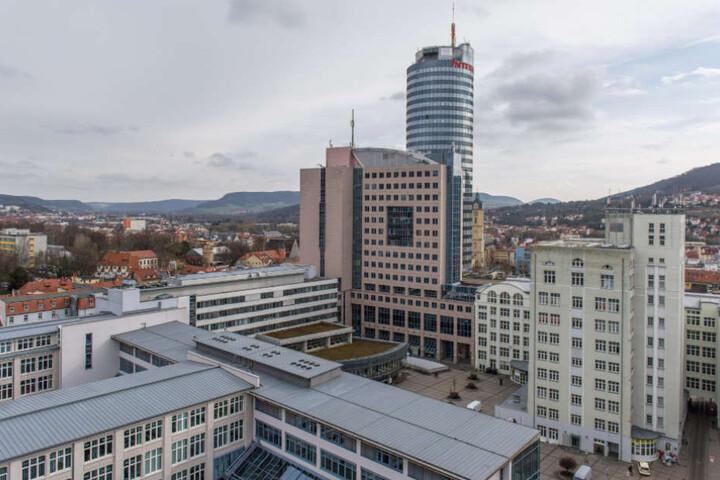 In den Hörsälen der Universität Jena finden ab Samstag, 20 Uhr die Lichtbildarena statt.