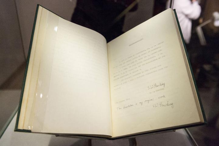 Hawkings Dissertation ging für mehr als eine halbe Million Euro an den Meistbietenden.