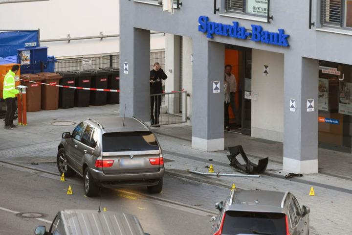 Spezialeinheiten konnten die Sprengung des Geldautomaten verhindern.
