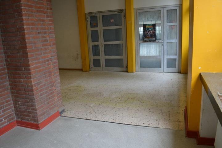 Im Freiherr-vom-Stein-Gymnasium haben die Randalierer auch uriniert.