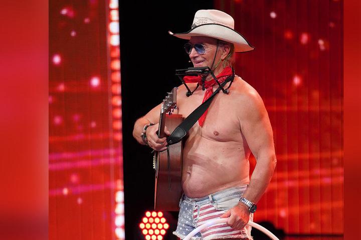 Herbert Nussbaum (59) aus Düsseldorf ist der Nackt-Cowboy.