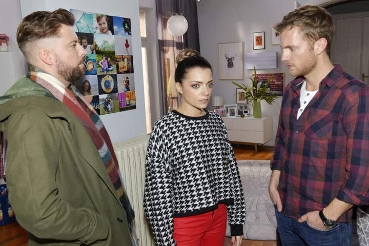 John (l.) und Paul raten Emily, sich nicht länger in Philips Leben einzumischen.