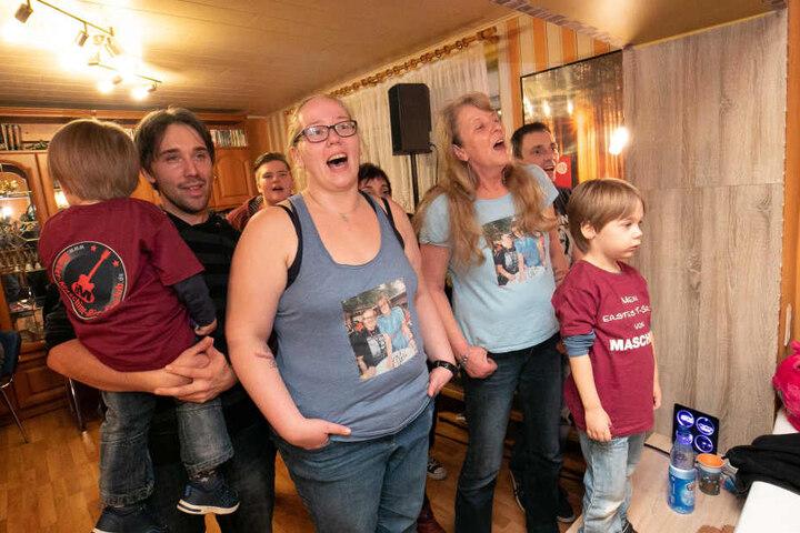 Fans in der ersten Reihe: Das Privatkonzert war ein Highlight für Familie und Freunde.
