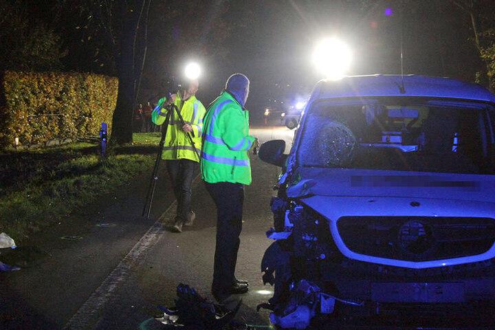 Experten des Verkehrskommissariats haben die Ermittlungen aufgenommen.