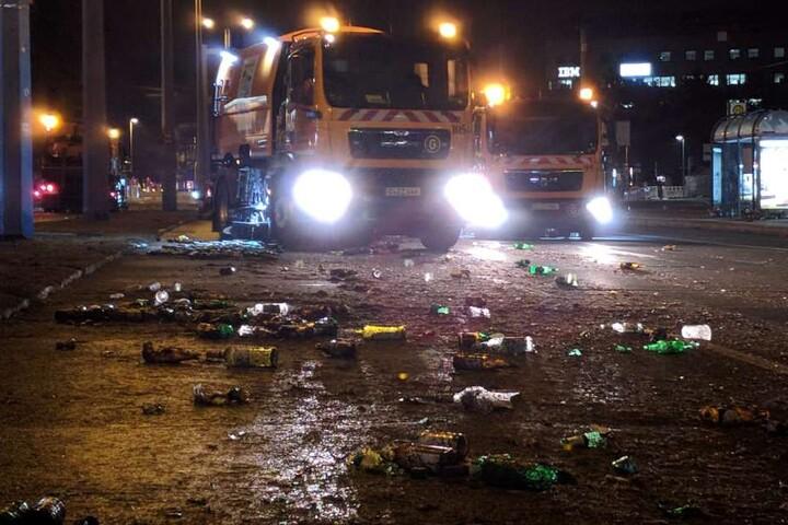 Die Mitarbeiter der Stadtreinigung kümmern sich um den Müll.