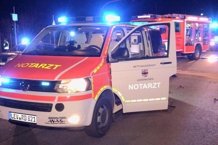 Sanitäter, Feuerwehr und Polizei waren mit einem Großaufgebot im Einsatz.