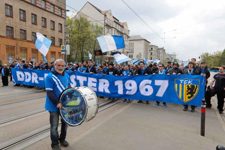 Etwa 1000 Fans zogen beim Meistermarsch durch die Stadt.