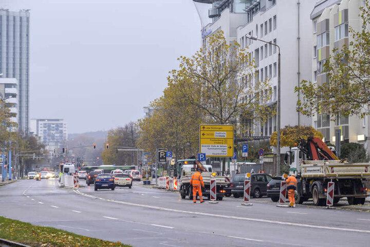 Die neue Baustelle auf der Augustusburger Straße wurde am Montag eingerichtet.