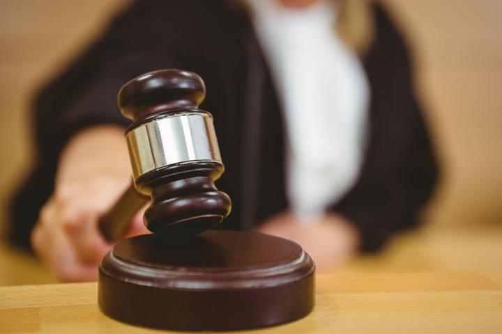 Der Angeklagte (48) wurde zu sechs Jahren Gefängnis verurteilt (Symbolbild).