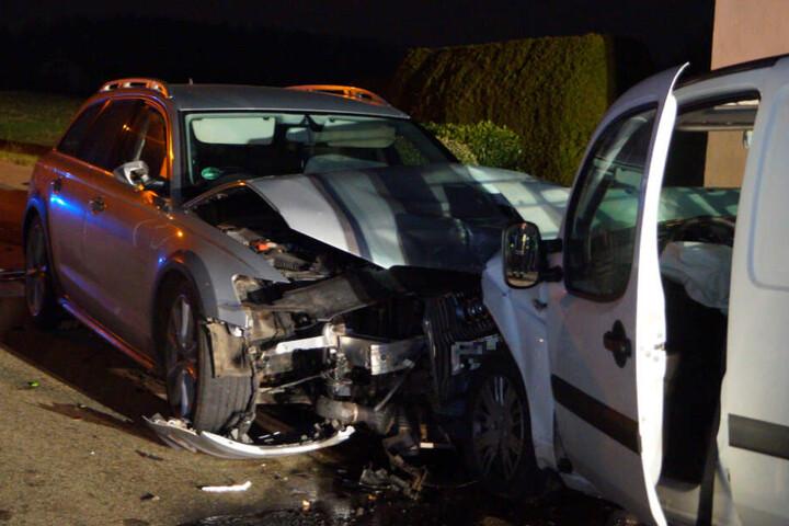 Die beiden verunfallten Autos am Sonntagabend.