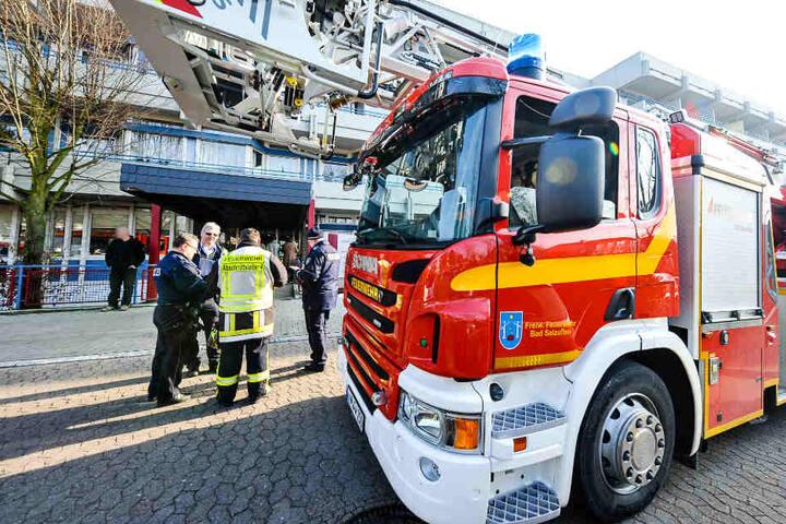 20 Menschen wurden bei dem Einsatz verletzt, darunter auch drei Feuerwehrmänner.