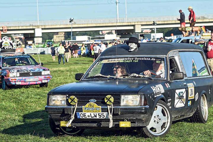 Aus dem Sauerland gehen Gerhard Schweizer (40, r.) und Michael Bockel (28) mit einem Ford Granada Bj. 1982 an den Start.