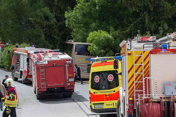 Polizei, Rettungskräfte und der Notarzt eilten zum Unfallort.