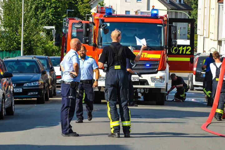 Schnell hatte die Feuerwehr den Brand unter Kontrolle und konnte wieder alle Gerätschaften einpacken.