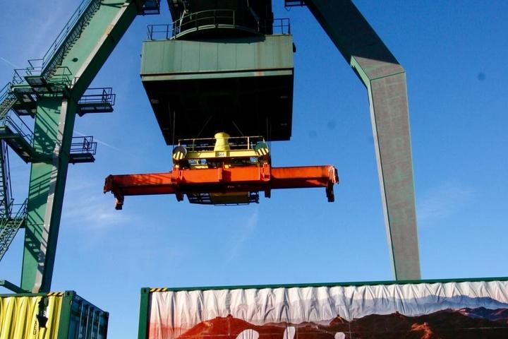 In Köln-Niehl wurden die Container entladen.