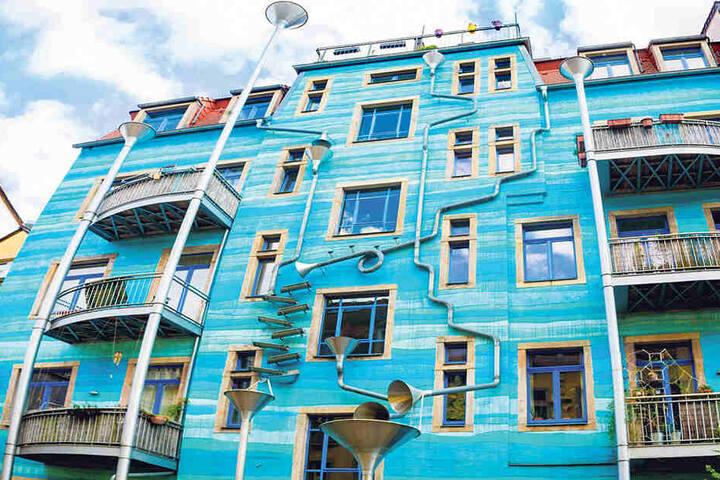Wenn's regnet, klingt's: Die Kunsthofpassage hat sich zum Touristenmagnet entwickelt.