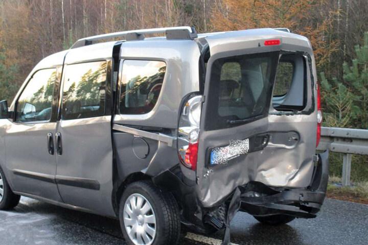 Der Rentner fuhr auch auf dieses Auto auf.