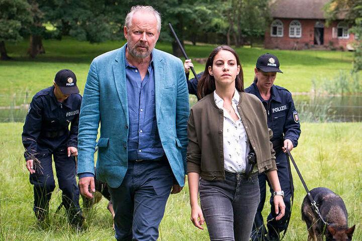 Klaus Borowski (Axel Milberg, 62) muss endlich nicht mehr alleine auf Mörderjagd gehen: Mila Sahin (Almila Bagriacik, 28) unterstützt ihn.