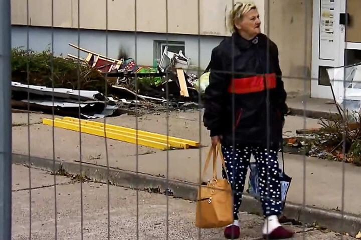 Karin Ritter verließ letzte Woche Dienstag ihre Obdachlosenunterkunft nach acht Stunden als Letzte. Mit Sack und Pack zog sie mit ihrer Familie in einer Übergangsbleibe, die zur großen Freude auch ein Bad mit Wanne beinhaltet.