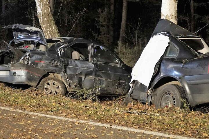 Einer der Wagen wurde bei dem Unfall komplett zerrissen.