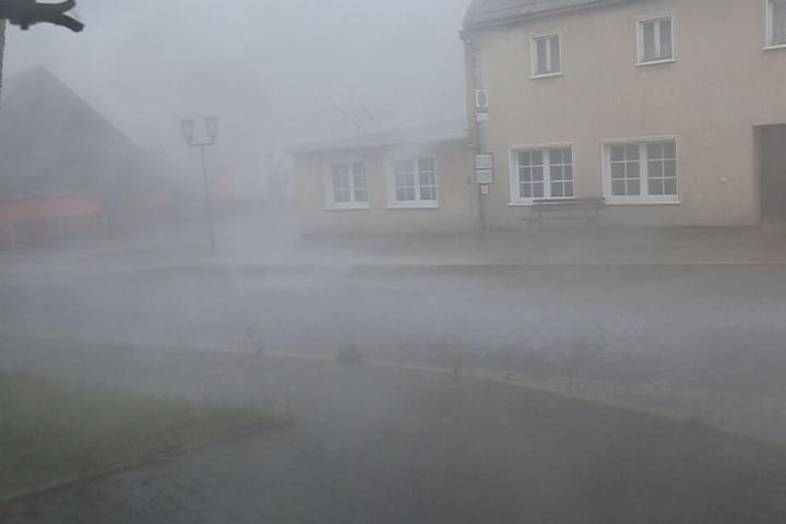 Am Sonntag zog ein heftiges Gewitter mit Starkregen über das Erzgebirge.