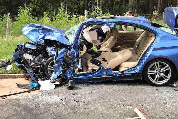 War es ein illegales Rennen? Zwei Schwerverletzte bei Frontal-Crash