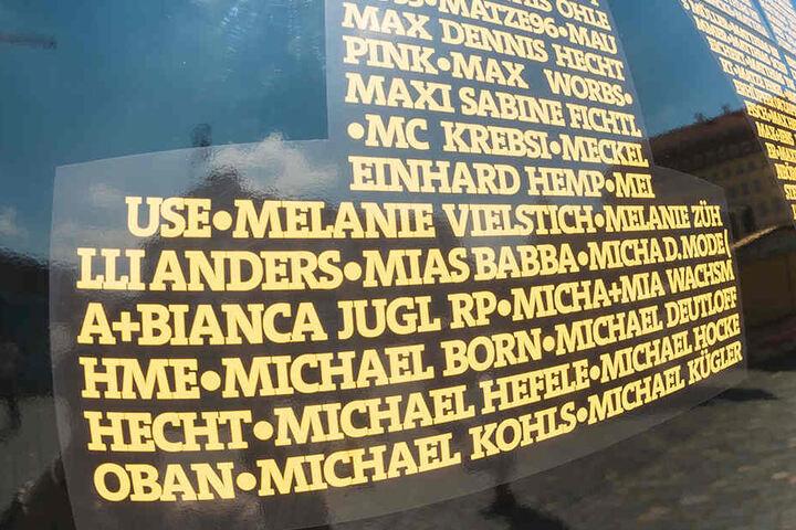 Viele Fans und auch ehemalige Spieler sind auf dem Bus verewigt. So auch Aufstiegs-Kapitän Michael Hefele.