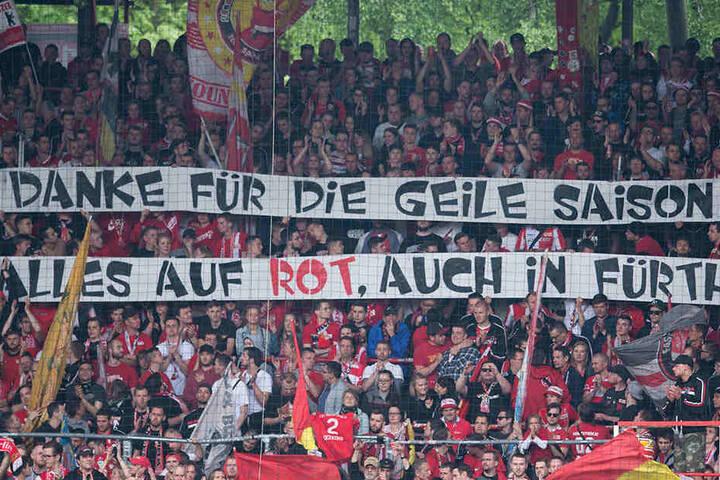 """Die Union-Fans bedankten sich am Montag trotz erneuter Niederlage gegen Heidenheim bei der Mannschaft: """"Danke für die geile Saison - Alles auf Rot, auch in Fürth."""""""